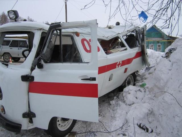 Машина скорой помощи перевернулась вРославле, есть пострадавшие