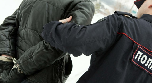 Нетрезвый 23-летний гражданин Смоленской области ударил полицейского