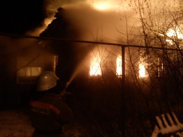 Вдеревне Строгино два человека сгорели вдеревянном доме