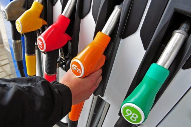 Бензин на челябинских заправках подорожал за неделю на 30 копеек