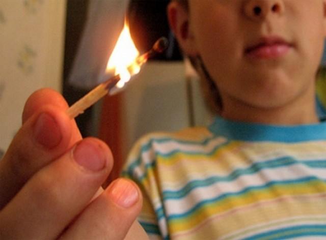 ВКолодне ребенок устроил пожар набалконе. 20 человек эвакуировано