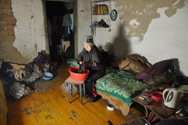 Граждане Алтайского края назвали среднюю «крайстатовскую» заработную плату порогом нищеты врегионе