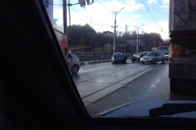 v-smolenske-proizoshlo-sereznoe-lobovoe-stolknovenie-avtomobiley-foto-video-73759