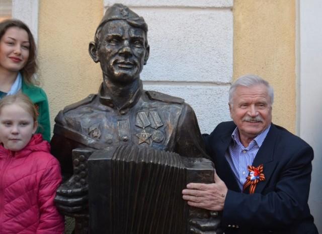 Монумент Василию Тёркину установили вгороде Гвардейске