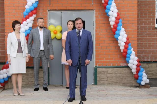 Алексей Островский и Владислав Апаков (слева) на открытии детского сада в Михновке