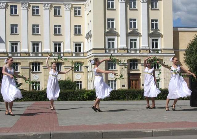 фото день семьи смоленск тому же, это