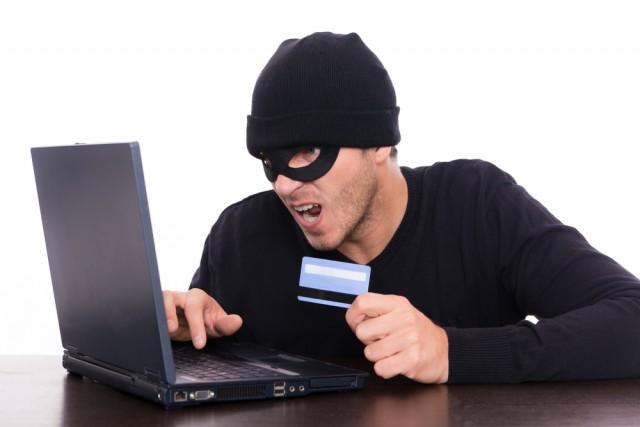 Засутки трое смолян лишились сбережений набанковских картах
