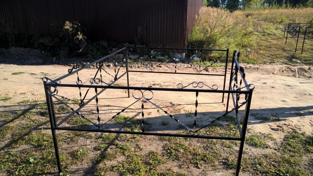 выглядят оградки с цепью фото дешевых материалов