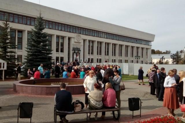 belyy-dom-shkoly-i-torgovye-centry-kalugi-srochno-evakuirovali-95076