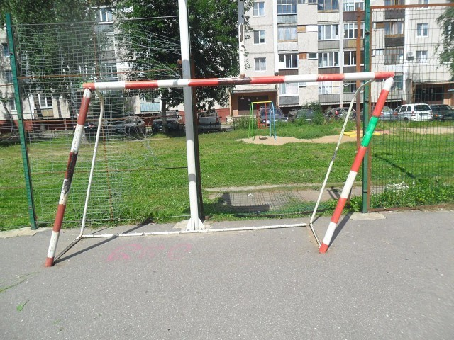 Под Смоленском возбудили дело после падения надевочку футбольных ворот