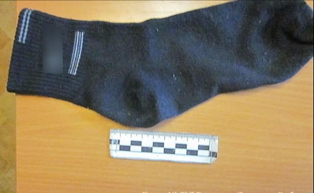 Смоленские сыщики отыскали исняли навидео носок сзолотом