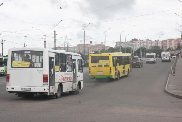 С11октября вСмоленске проезд вмуниципальном транспорте стоит 18 руб.