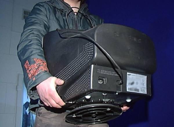 Гражданин Смоленской области, пока лежал в клинике, лишился телевизора иэлектроплиты