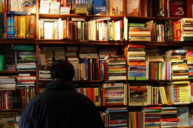 ВСмоленске два вора обокрали библиотеку