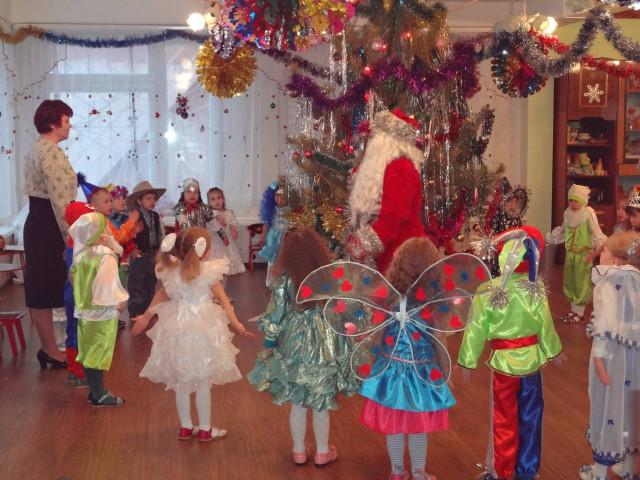 Новогодние подарки для школьников администрация Смоленска незапрещает