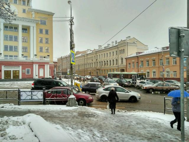 Публичный транспорт из-за снега ипробок неходил целый час вСмоленске