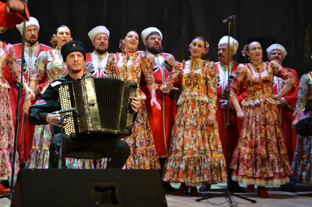 как надеется солисты кубанского казачьего хора фото остановка