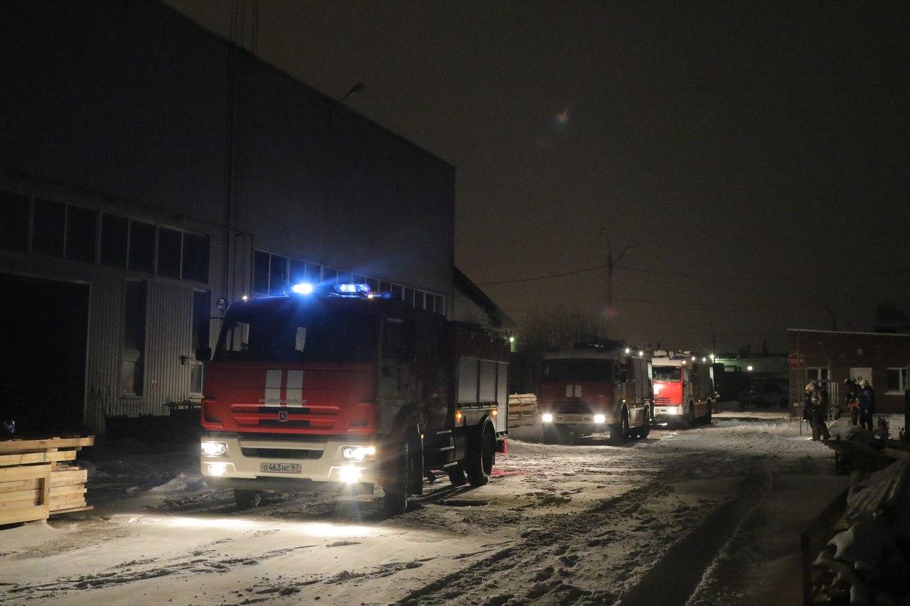 28 спасателей выехали наместо крупного пожара наКраснинском шоссе вСмоленске