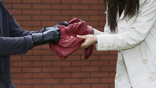 ВСмоленске полицейского обвиняют внападении иограблении женщины