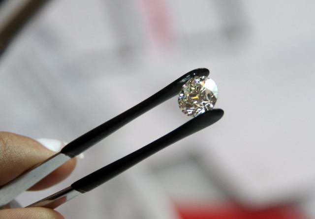 Наблюдательный совет «Алросы» одобрил покупку огранщика алмазов «Кристалл»