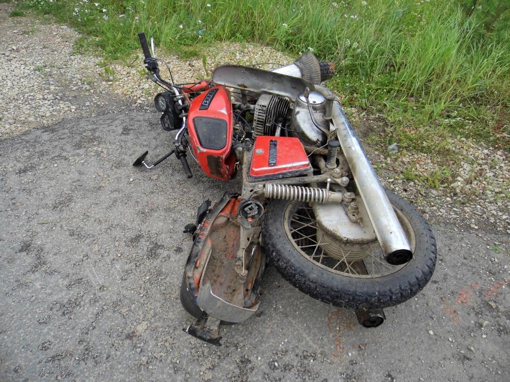 В Курской области опрокинулся в кювет пьяный мотоциклист без прав