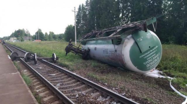 Недалеко от границы со Смоленской областью сошли с рельсов 16 грузовых цистерн с пропаном