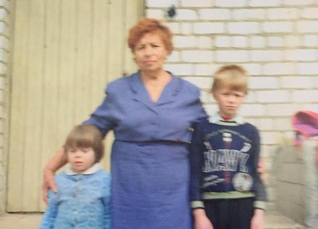 бабушка навещала Риту и Диму в интернате