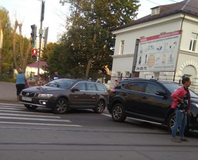 В Смоленске ДТП парализовало движение трамваев на Фрунзе