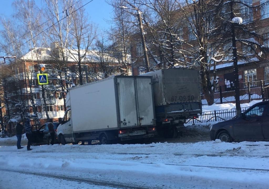 ДТП в Смоленске вызвало пробку на дамбе