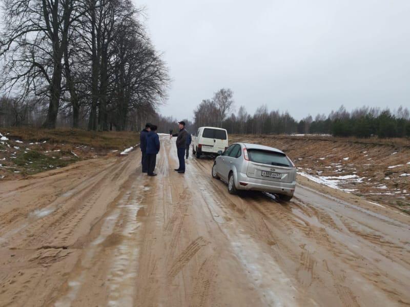Дорогу осилит идущий Жители смоленской деревни добиваются ремонта исторической дороги почти 10 лет