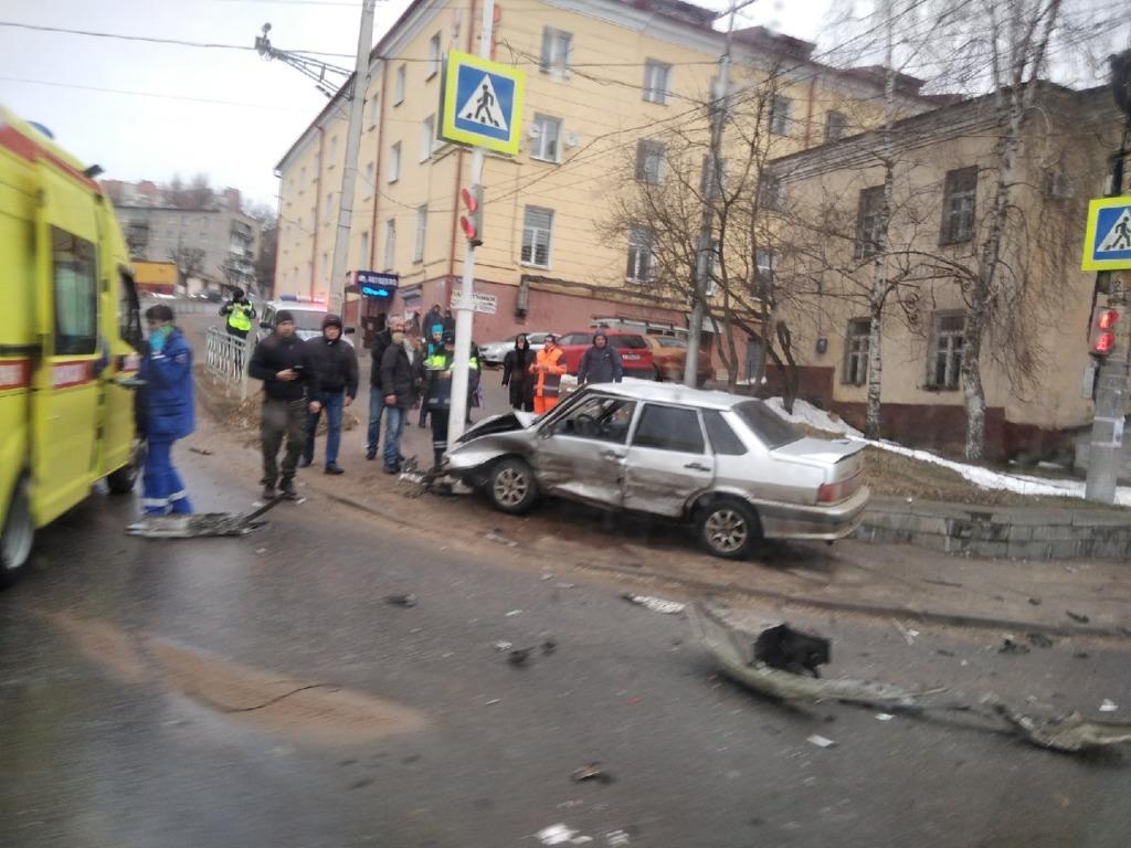 В УМВД уточнили информацию об утреннем ДТП в Смоленске