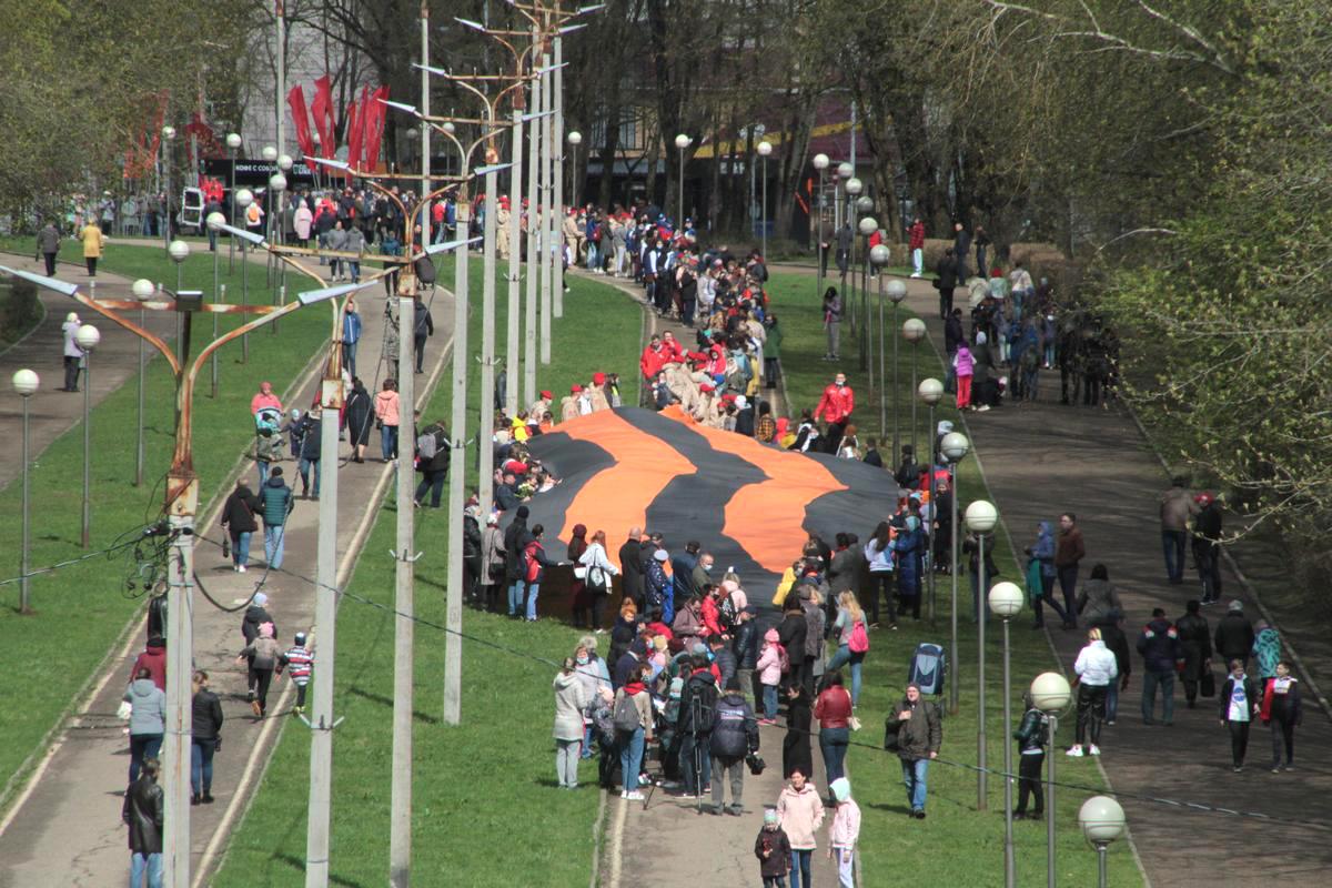 Гигантскую Георгиевскую ленту в Смоленске не донесли до Кургана Бессмертия